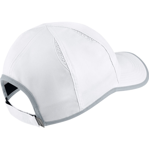 Nike Court Aerobill Featherlight Men s Tennis Hat White platinum 6f7e144fb52
